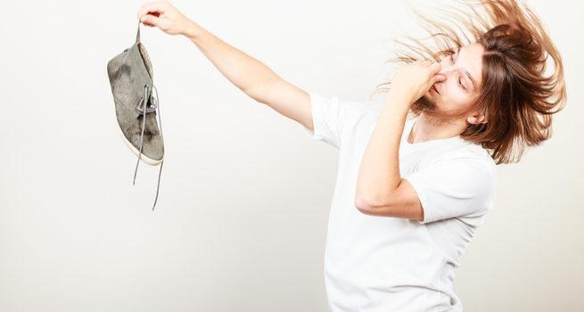 Потливость ног и неприятный запах из обуви