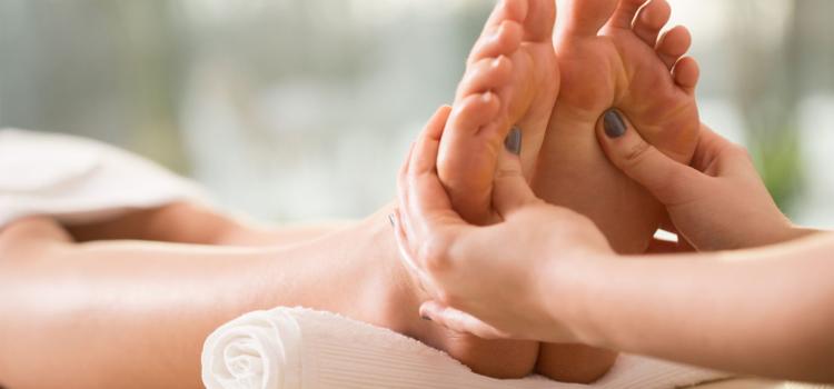 В чем польза массажа стоп для здоровья?