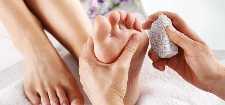 Почему не стоит удалять ороговевшую кожу на ногах?