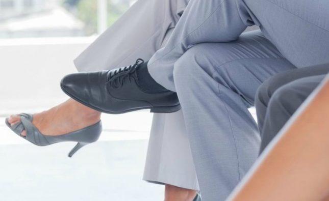 Вредно ли сидеть нога за ногу?